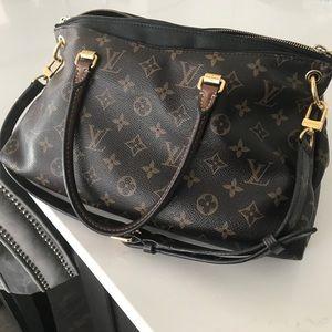 Louis Vuitton Bags - Authentic Louis Vuitton Pallas Monogram handbag